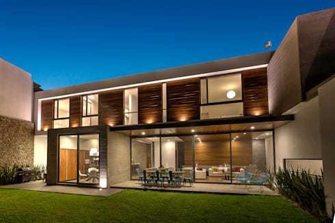 Fachada Jardín 1: Casas de estilo moderno por ze|arquitectura