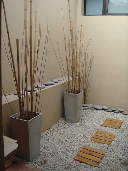 Jardines de estilo  por Arquitecto Oscar Alvarez
