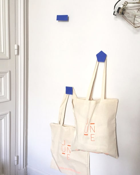 June: Couloir, entrée, escaliers de style  par Good Morning Design