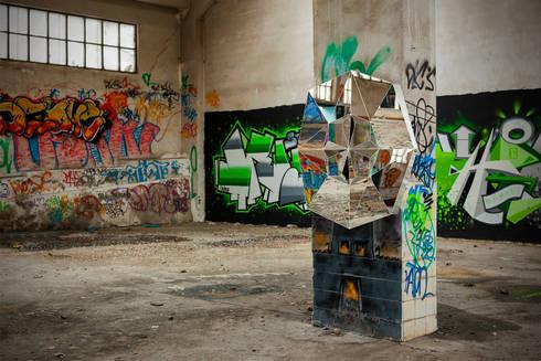 ESPELHO ALMA: Corredor, hall e escadas  por sergio gomes mobiliario eclectico lda