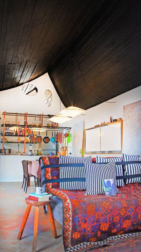 Salones de estilo moderno de Juan Carlos Loyo Arquitectura