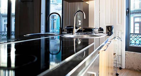 Edifício habitacional: Cozinhas ecléticas por Alves Dias arquitetos