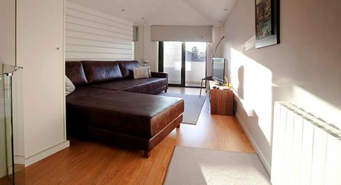 Edifício habitacional: Salas de estar ecléticas por Alves Dias arquitetos