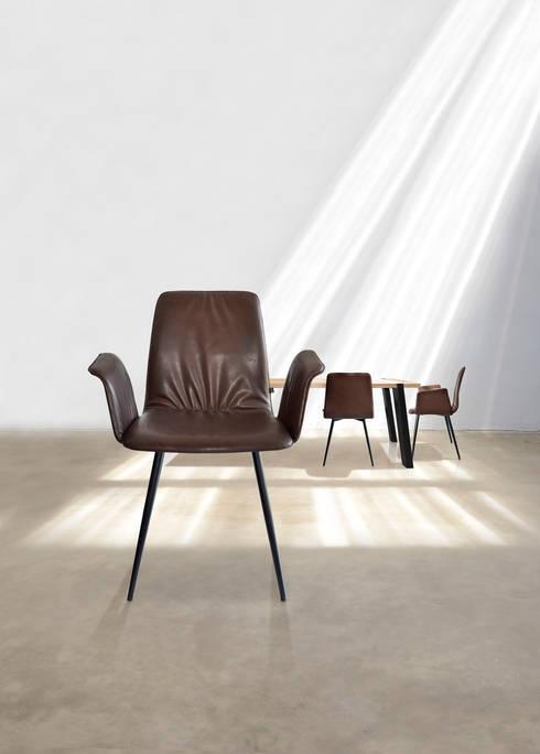 Sala da pranzo in stile  di KwiK Designmöbel GmbH