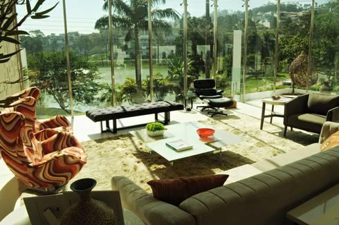 RESIDÊNCIA ALTO PADRÃO: Salas de estar modernas por RB ARCHDESIGN