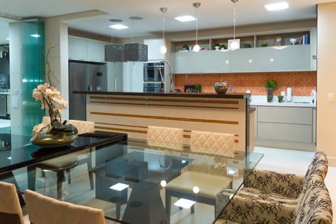 RESIDÊNCIA ALTO PADRÃO: Salas de jantar modernas por RB ARCHDESIGN