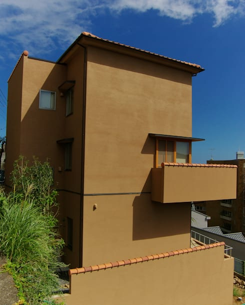 熱海・伊豆山の家: 川口孝男建築設計事務所が手掛けた家です。