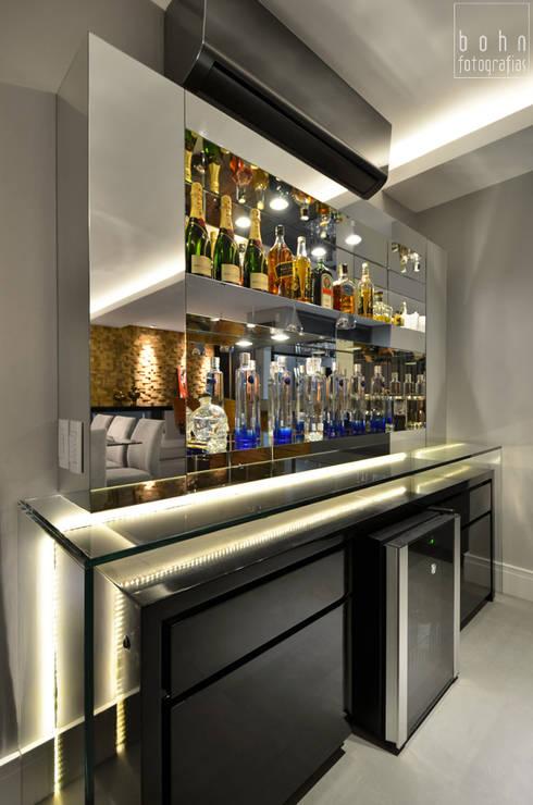 Bodegas de vino de estilo moderno por Tamara Rodriguez Aquitetura