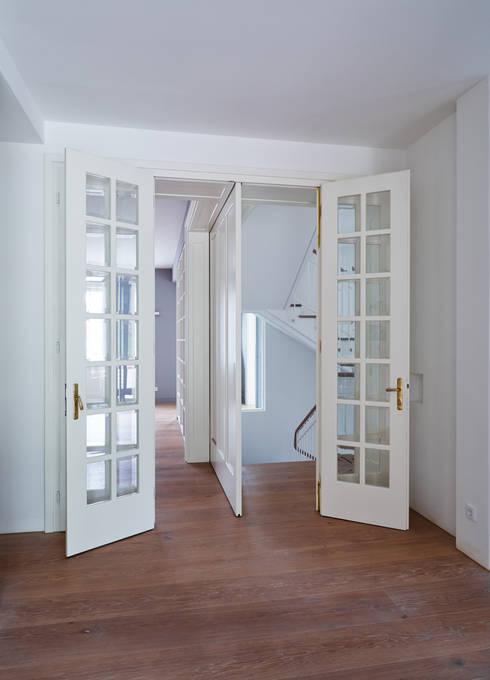 窗戶 by Mayr & Glatzl Innenarchitektur Gmbh