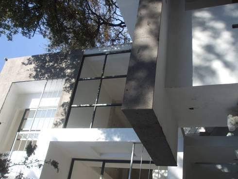 CASA: Terrazas de estilo  por Arkcon Arquitectos