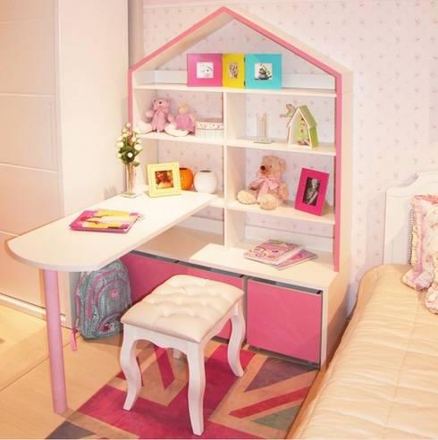 Ambiente Infantil com estante casinha de bonecas: Quarto de crianças  por INTERCASA MÓVEIS INFANTIS E JUVENIS