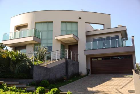 Residência Fereguete: Casas modernas por Atelier Arquitetura