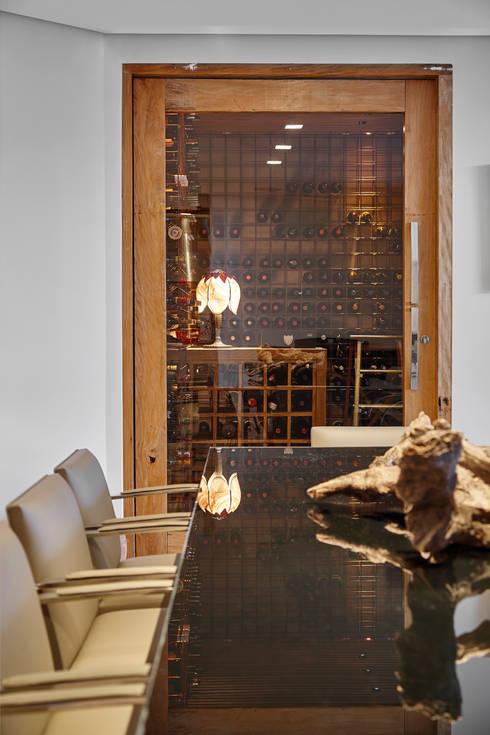 Wijnkelder door Isabela Canaan Arquitetos e Associados