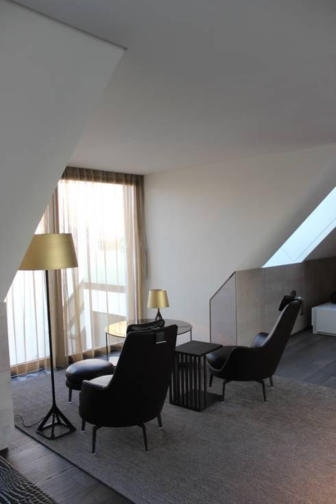 Wohnung E:  Arbeitszimmer von SMART LIVING GmbH