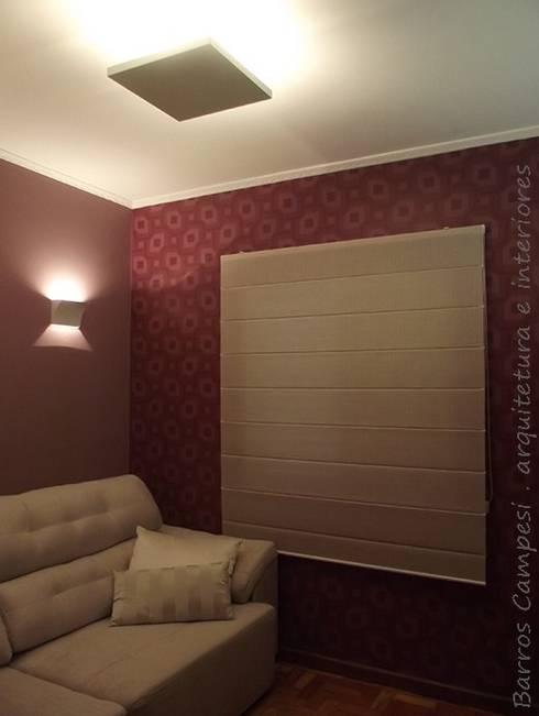Sala de TV: Salas multimídia modernas por Barros Campesi Arquitetura