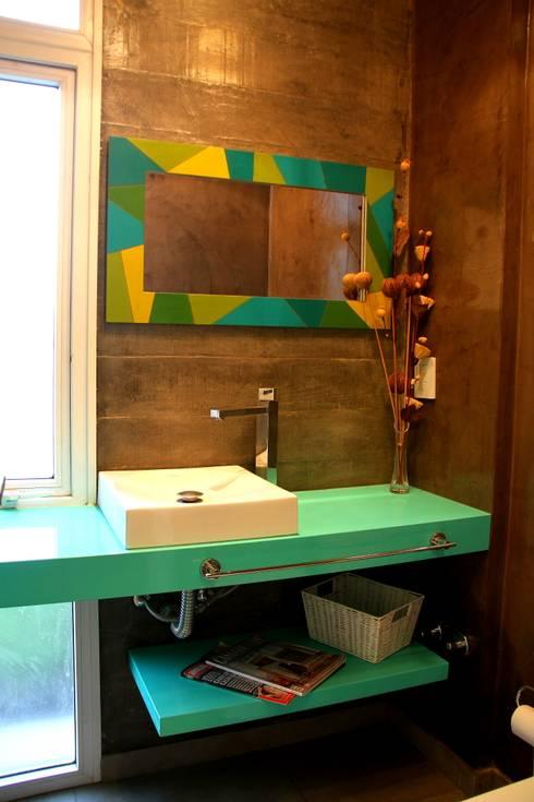 Vivienda Unifamiliar : Baños de estilo  por AGUIRRE+VAZQUEZ