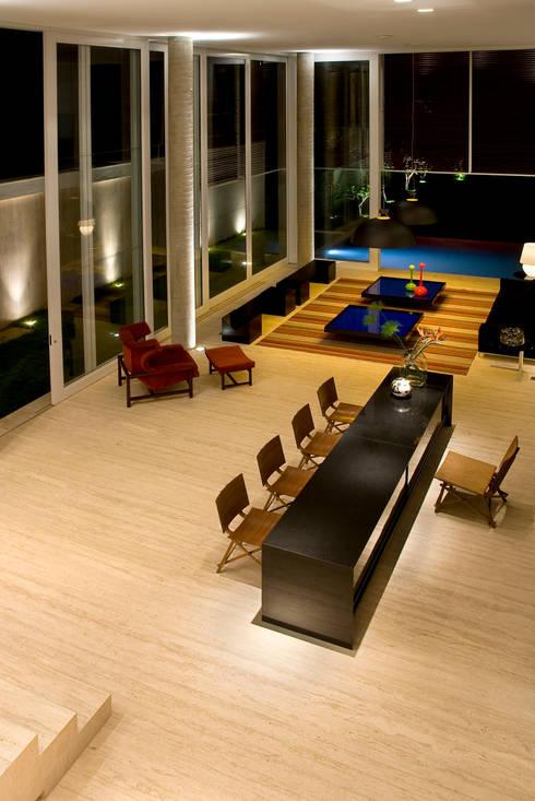 Casa Capital: Sala de jantar  por neylima
