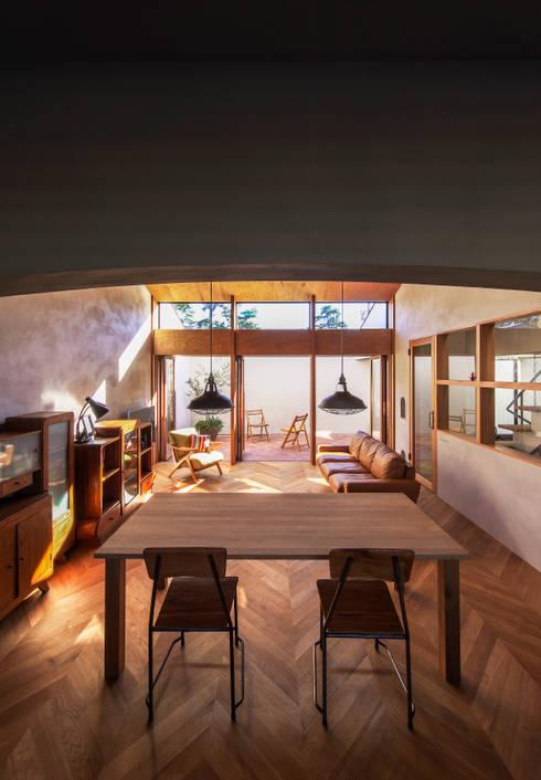 Phòng ăn by Nobuyoshi Hayashi