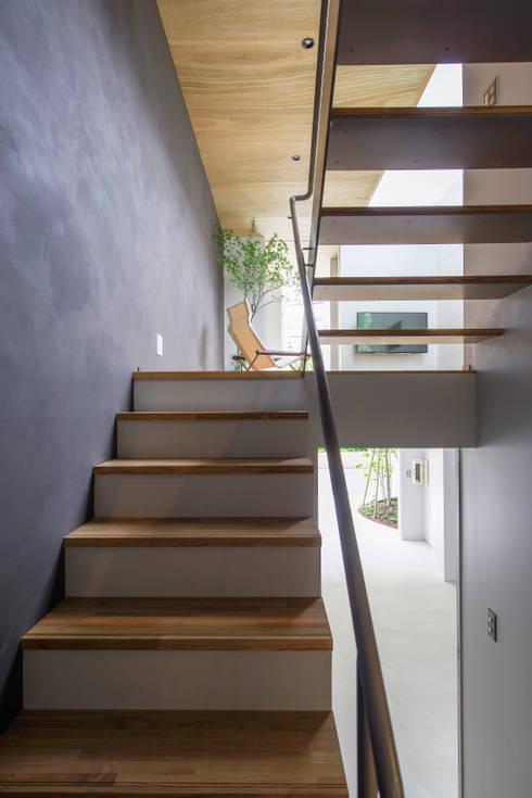 Corridor & hallway by Nobuyoshi Hayashi