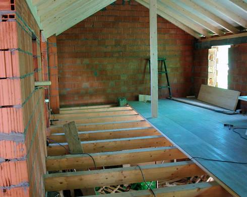Panel entreplanta en friso abeto de panelestudio homify for Friso madera pared