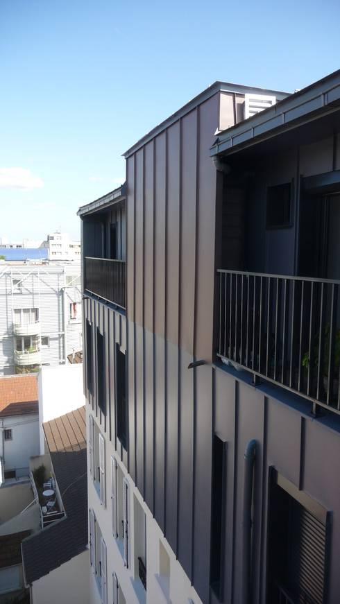 Sur-élevation à ossature Bois - Montreuil: Maisons de style  par AADD+
