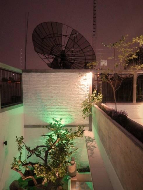 Casa PV: Jardines de estilo ecléctico por Boquer 3