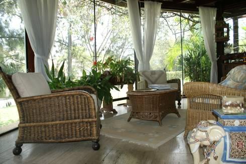 Residência C&M | Alphaville | São Paulo: Jardins de inverno clássicos por Daniela Zuffo Arquitetura e Interiores
