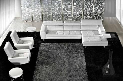 Sofás : Sala de estar  por Intense mobiliário e interiores;