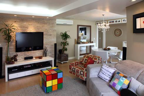 Arquitetura de interiores: Salas de estar modernas por adriana peccin arquitetura