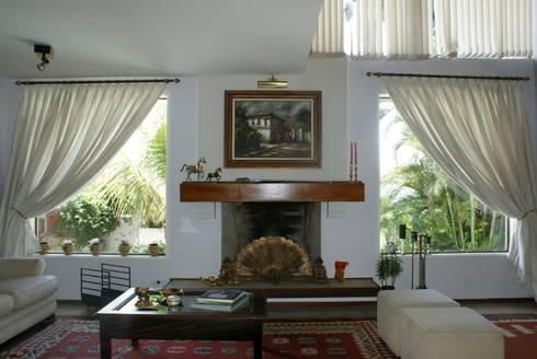 Residência C&M | Alphaville | São Paulo: Salas de estar clássicas por Daniela Zuffo Arquitetura e Interiores