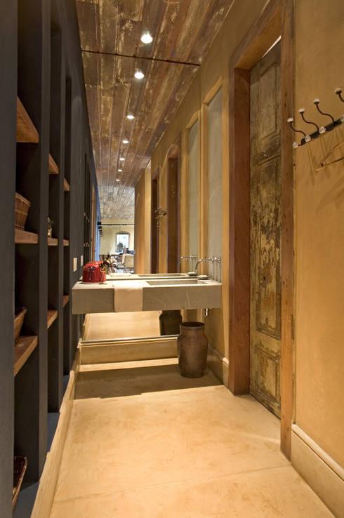 Vestiário: Banheiros campestres por Mario Caetano e Eliane Pinheiro