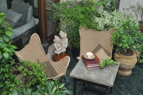 Apartment:  Balconies, verandas & terraces  by monica khanna designs