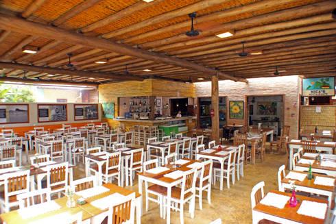 NICA'S RESTAURANTE CAMBURI SP: Terraços  por RAC ARQUITETURA
