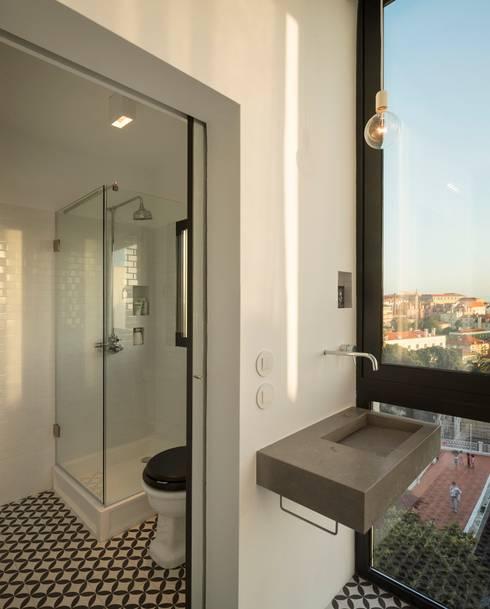 a: Casas de banho modernas por fala
