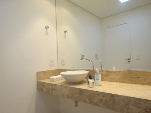 Banheiro para clientes: Espaços comerciais  por Danielle David Arquitetura
