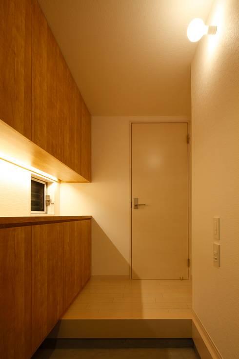 玄関: 田原泰浩建築設計事務所が手掛けた廊下 & 玄関です。
