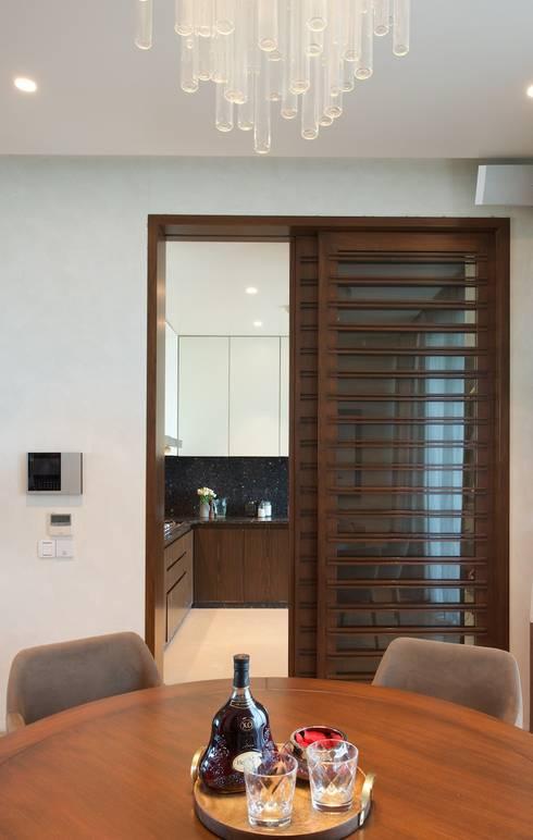 AVS Apartment :  Media room by Atelier Design N Domain