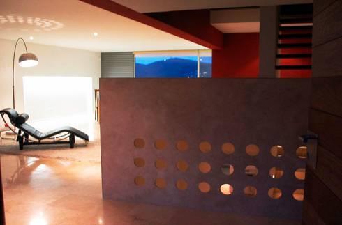 CASA MD PRIVANZAS: Salas de estilo moderno por planeta diseño + construcción SA de CV