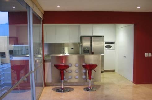 CASA MD PRIVANZAS: Cocinas de estilo moderno por planeta diseño + construcción SA de CV