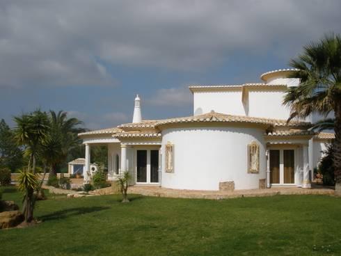 Saneamento de problemas de humidade: Casas mediterrânicas por RenoBuild Algarve
