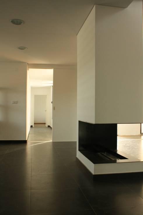 Casa Cubo: Salas de estar modernas por Plano Humano Arquitectos