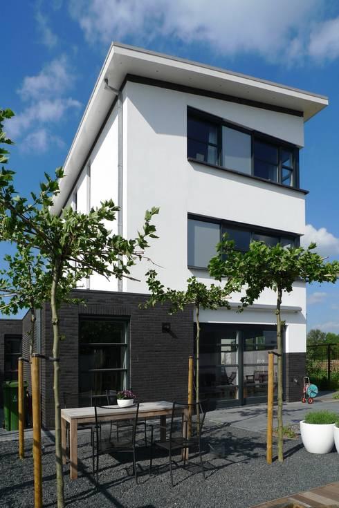 Woonhuis Deventer:  Huizen door ARCHITECTENBUREAU WILLEM DE GROOT