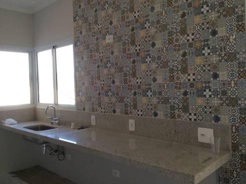 Cozinha: Cozinhas rústicas por Vanda Carobrezzi - Design de Interiores