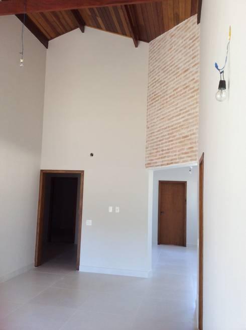 Sala Jantar: Salas de jantar rústicas por Vanda Carobrezzi - Design de Interiores
