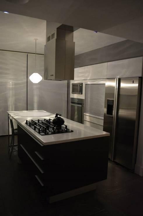 CASA TG : Cocinas de estilo moderno por planeta diseño + construcción SA de CV