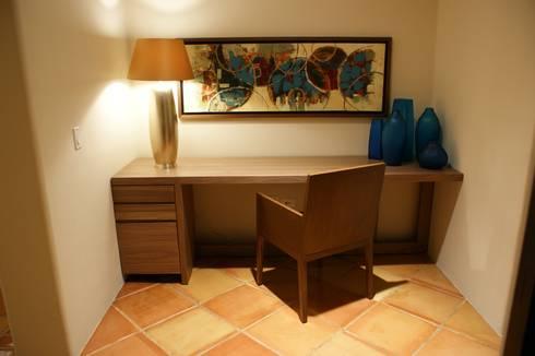 Penthouse Hacienda: Estudios y oficinas de estilo moderno por Olivia Aldrete Haas