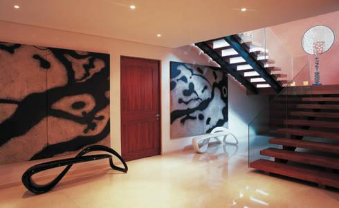 Residencia Agua: Pasillos y recibidores de estilo  por Olivia Aldrete Haas