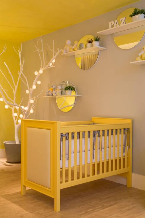 Quarto do bebê: Quartos  por Carpaneda & Nasr