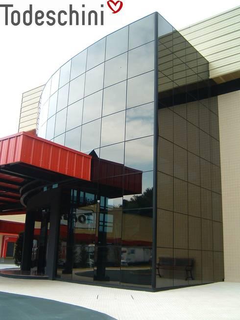 TODESCHINI S.A – Indústria de Móveis: Escritórios  por Burger Arquitetos