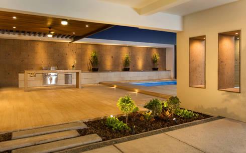 Ampliación Residencia La Rioja: Garajes de estilo moderno por Grupo Arsciniest